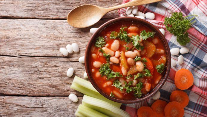 Recetas griegas con legumbres: la fasolada