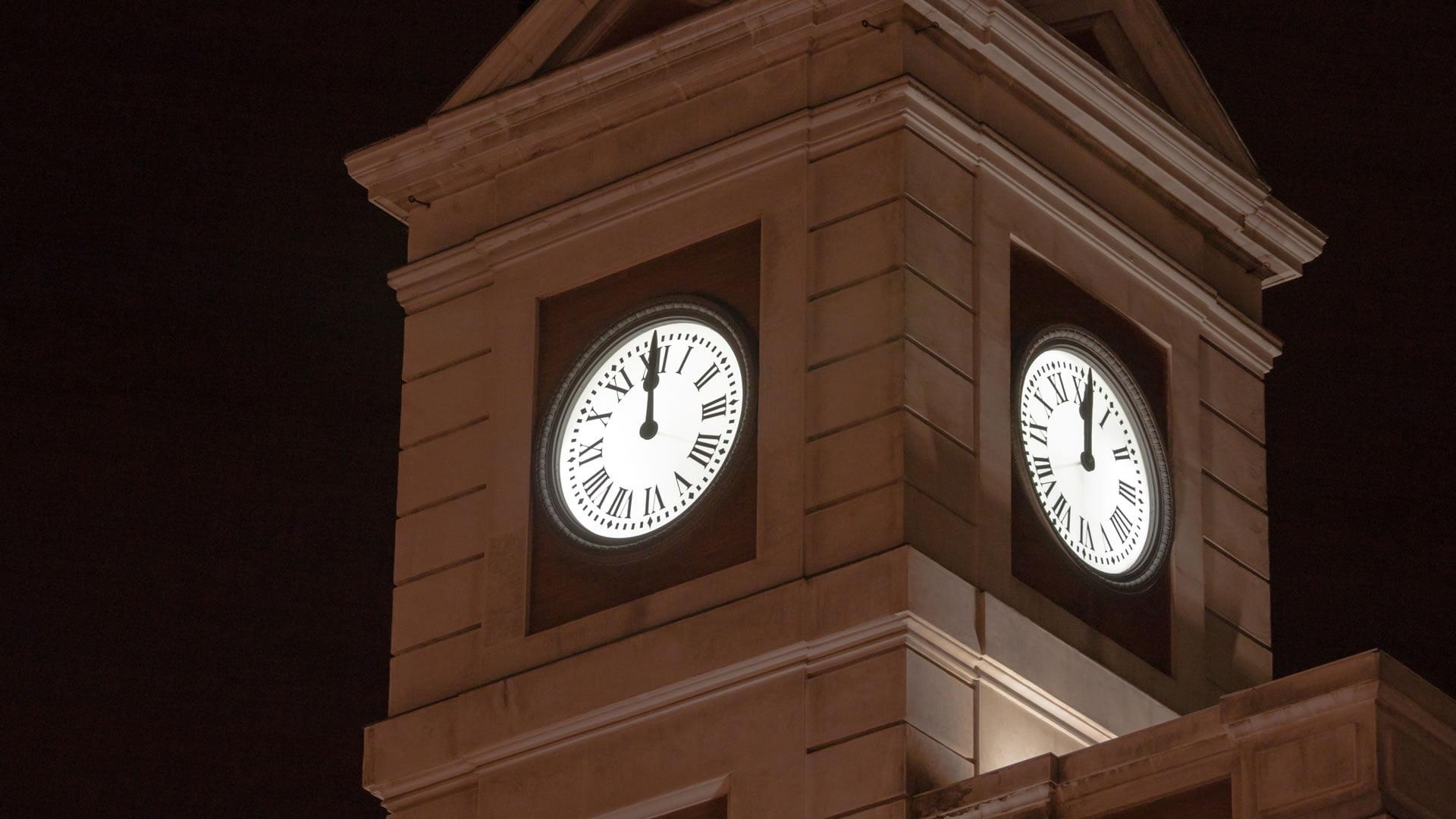 Reloj de la puerta del sol madrid for Puerta del sol madrid fotos