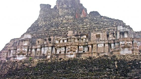 Ruínas maias en Belice, Centroamérica