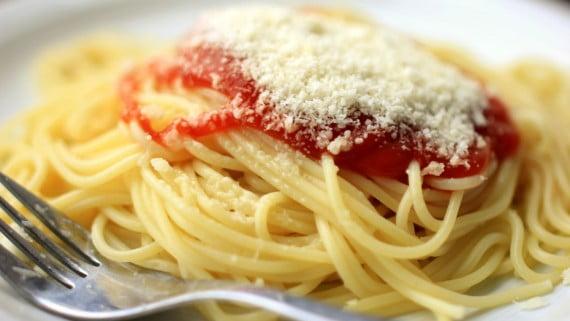 Espaguetes ou espaguetes