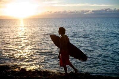 Surf en Costa Rica puesta de sol