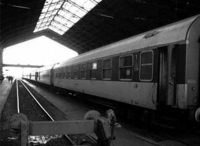 Toma de un tren en blanco y negro