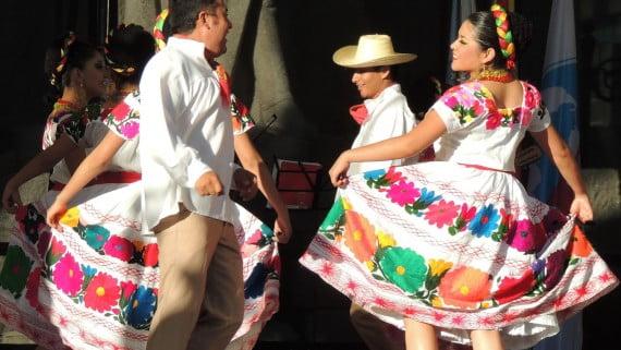 Hidalgo mozorro tipikoa