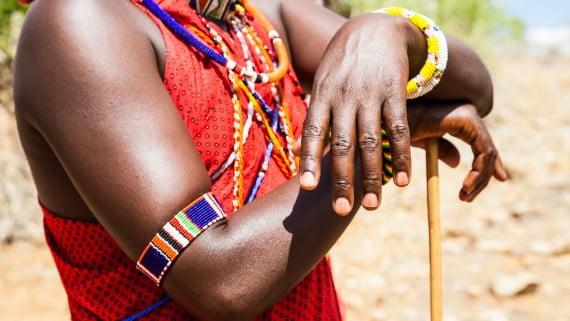 Traje tradicional rojo de la tribu Masái