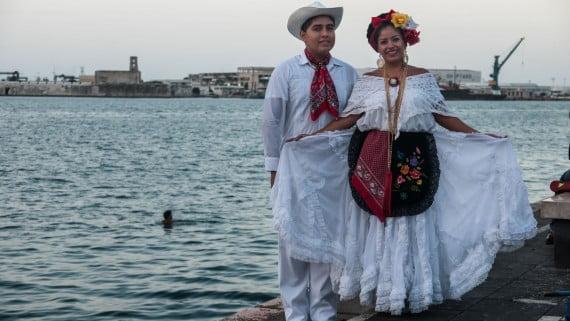 La guayabera blanca: el traje típico de Veracruz