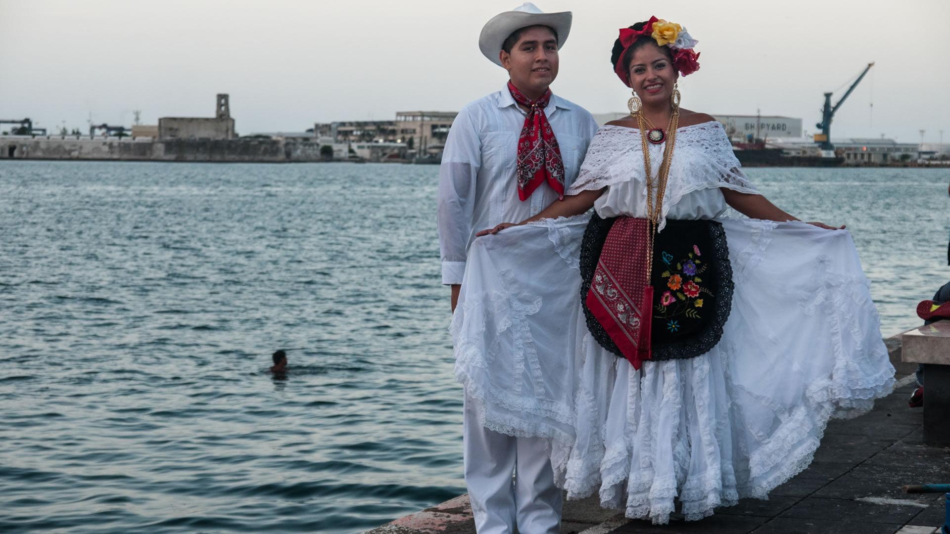 La Guayabera Blanca El Traje Típico De Veracruz