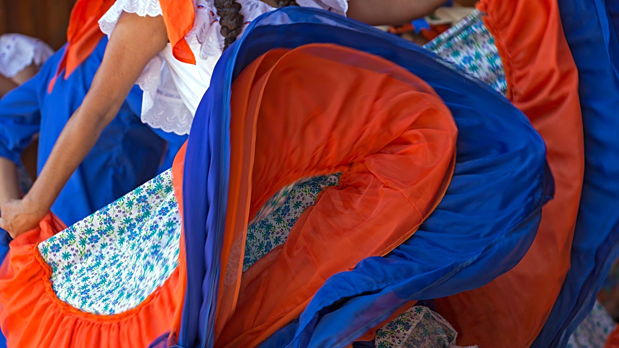 9965eaf423 Las faldas coloridas  elemento esencial del traje típico de Costa Rica