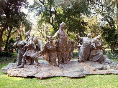 Turismo en Argentina - Escultura Saturnalia Jardin Botanido de Buenos Aires