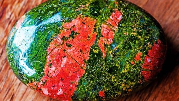 ak石標本雕刻成球形