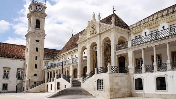 Uno de los edificios de la Velha Universidade, Coímbra, Portugal