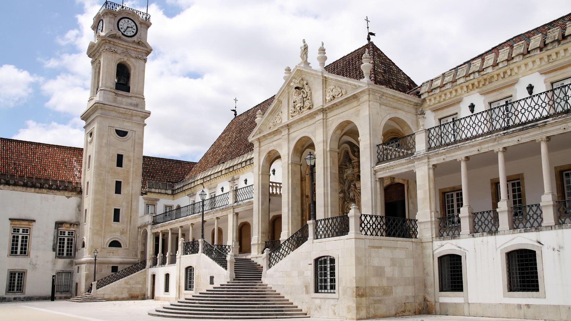 Uno De Los Edificios De La Velha Universidade Co 237 Mbra