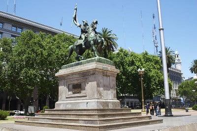 Ver monumentos de Buenos Aires - Estatua Belgrano Plaza de Mayo