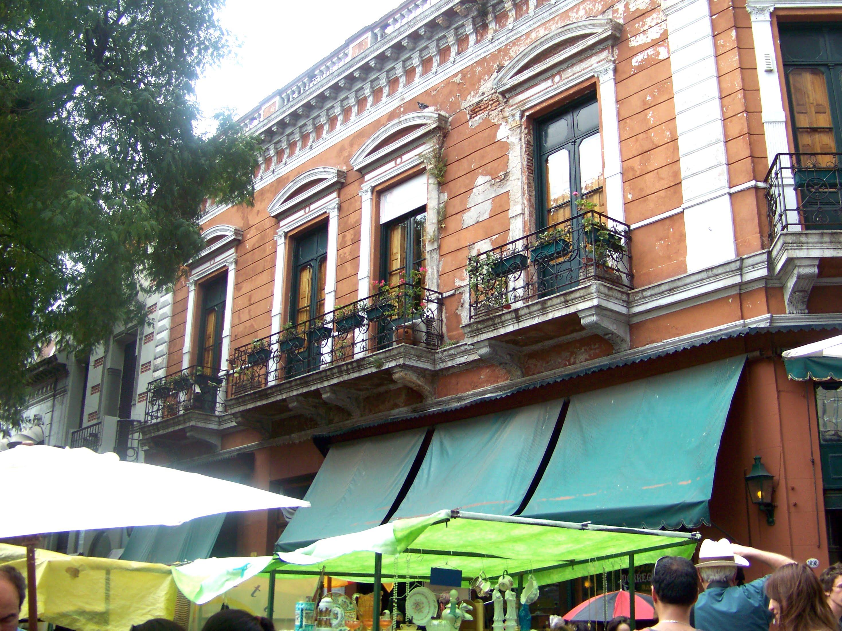 Viajar a Argentina Plaza Dorrego