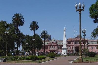 Viajar a Buenos Aires - Monumento Piramide Plaza de Mayo