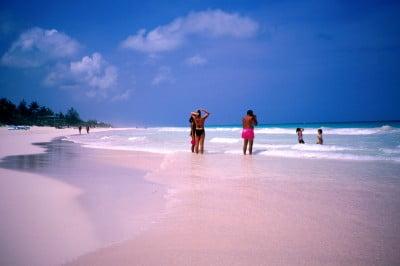 Viajar a Pink Sand Beach