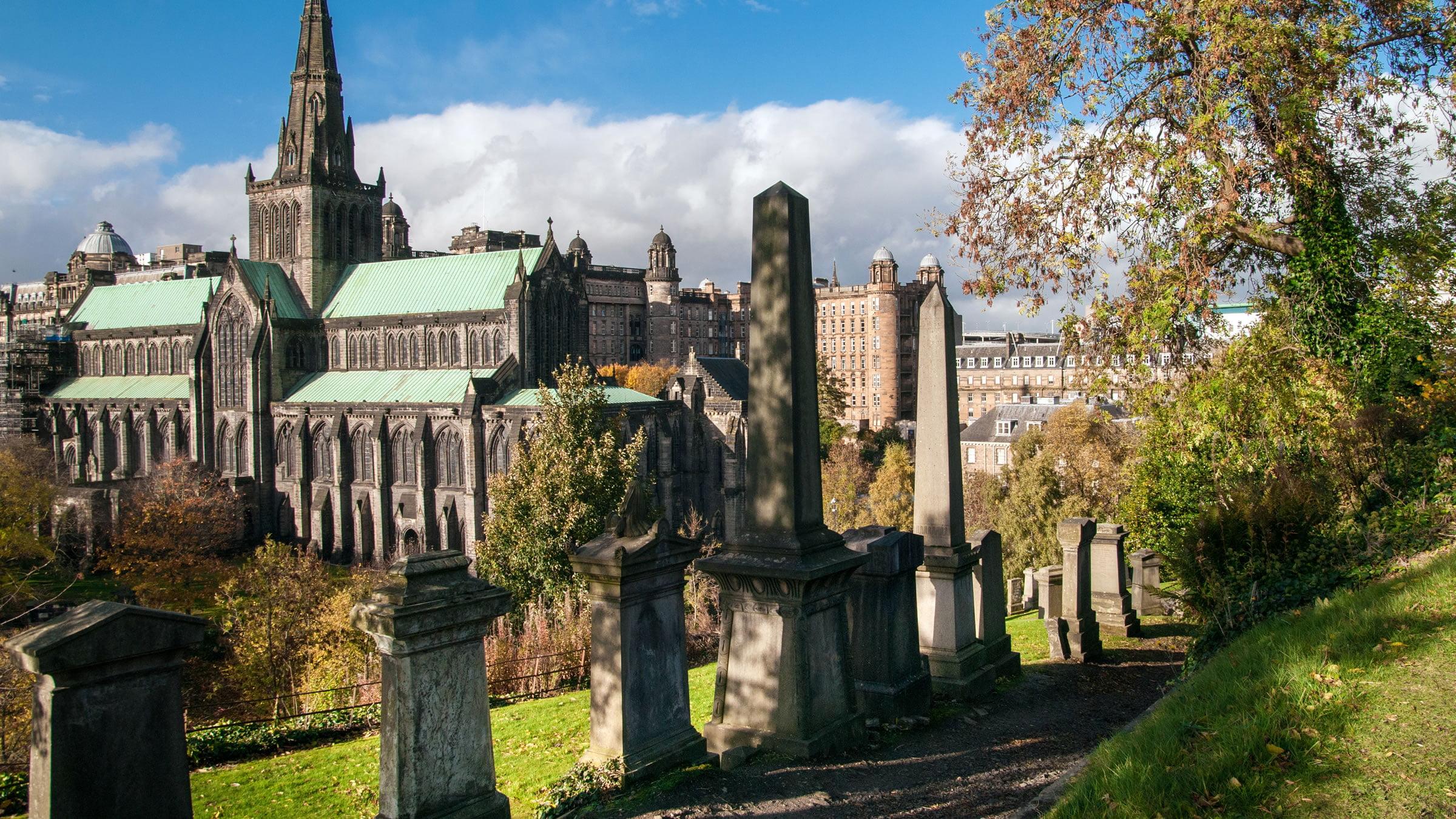 Vistas de la Catedral de Glasgow y la Necrópolis