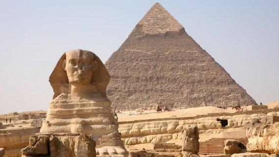 Vistas de la Esfinge y la Gran Pirámide de Guiza
