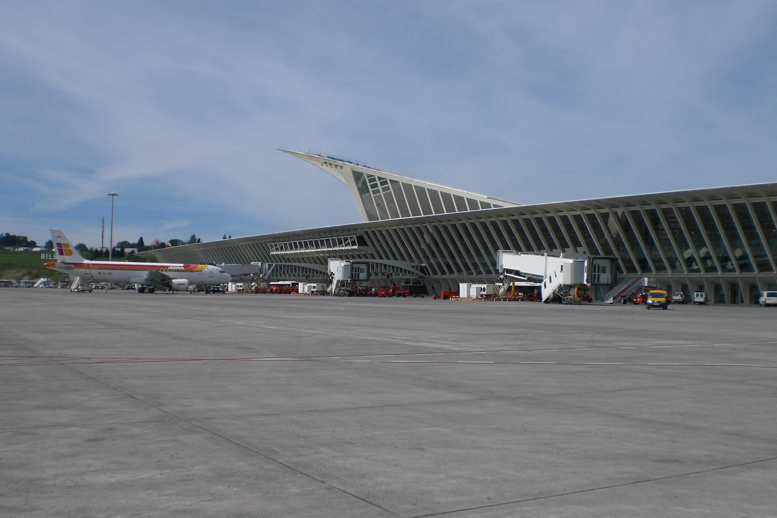 Aeroporto Bilbao : Aeropuerto de bilbao en el país vasco