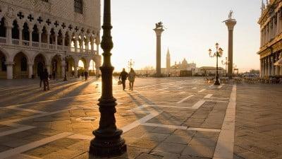 Amanece en Plaza San Marco