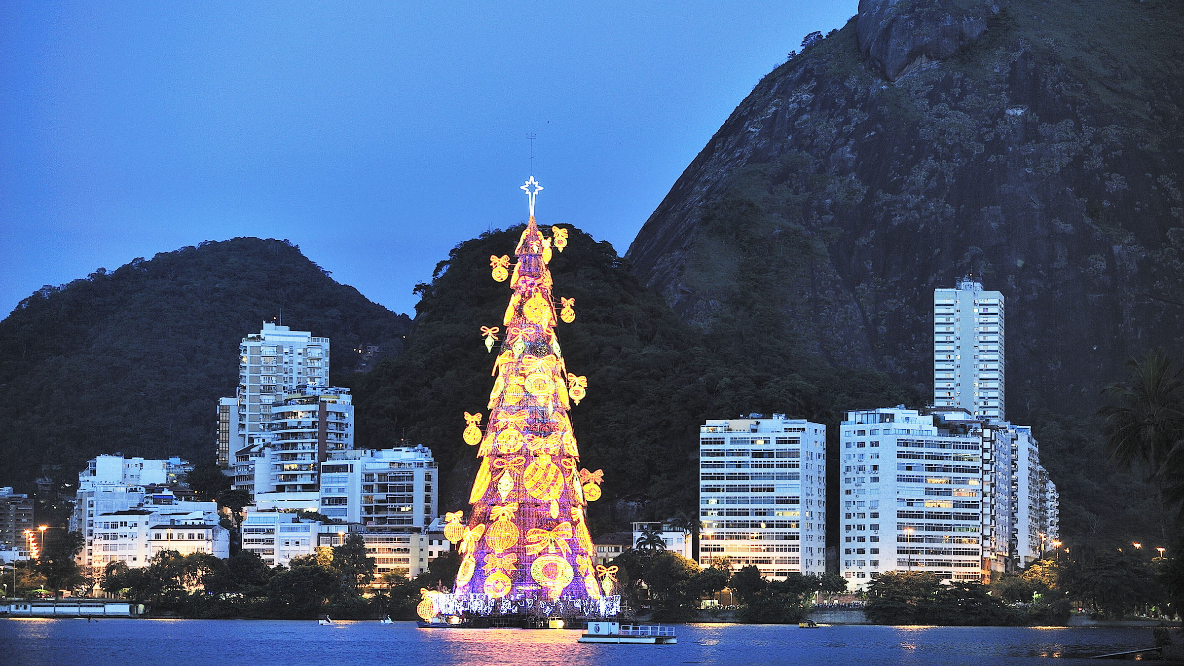 Fotos De Navidad En Brasil.Arbol De Navidad Flotante En Rio De Janeiro Brasil