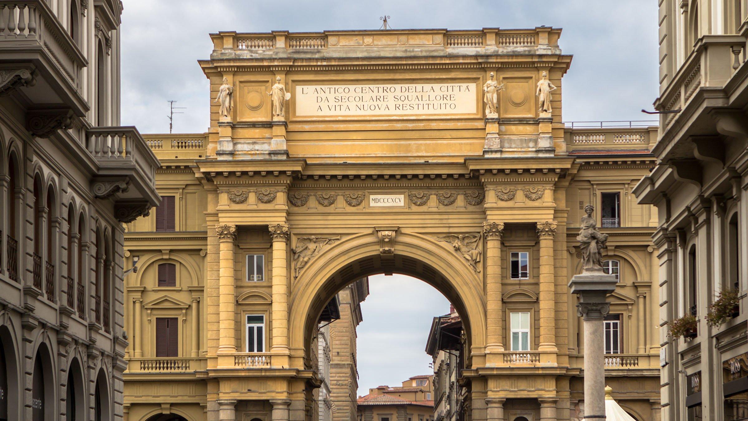 arco triunfal y columna