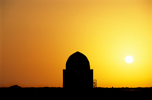 Atardecer sobre el Mausoleo del Sultan Sanjar, Turkmenistan