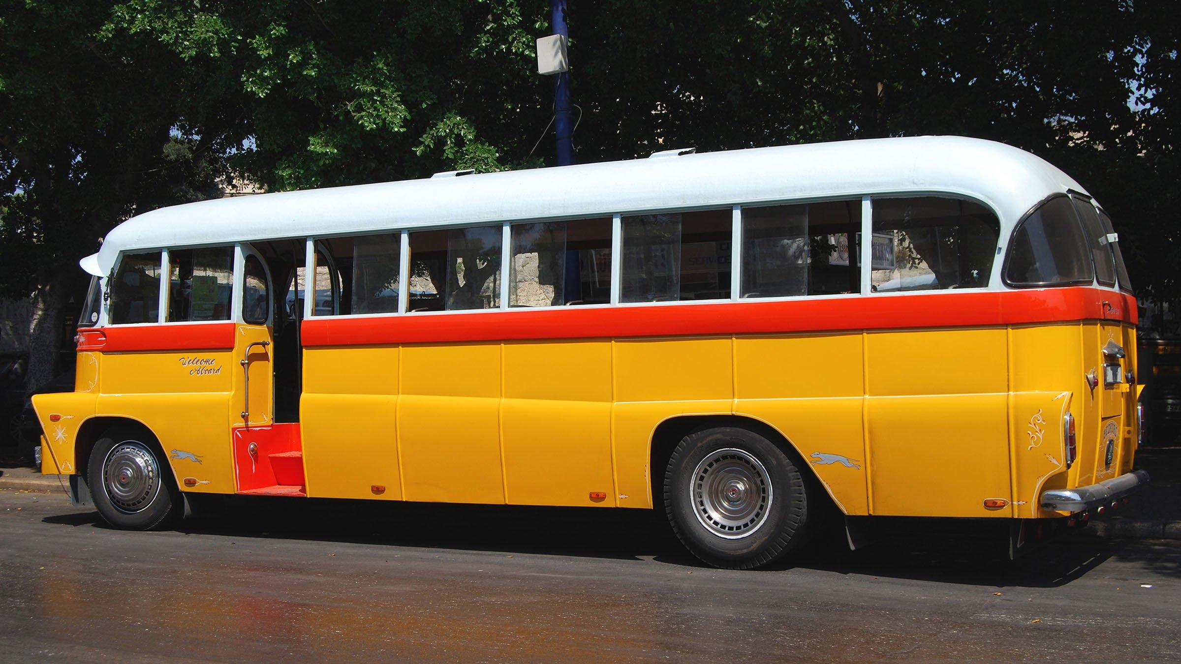 Autobús que une la Valeta con el aeropuerto de Malta