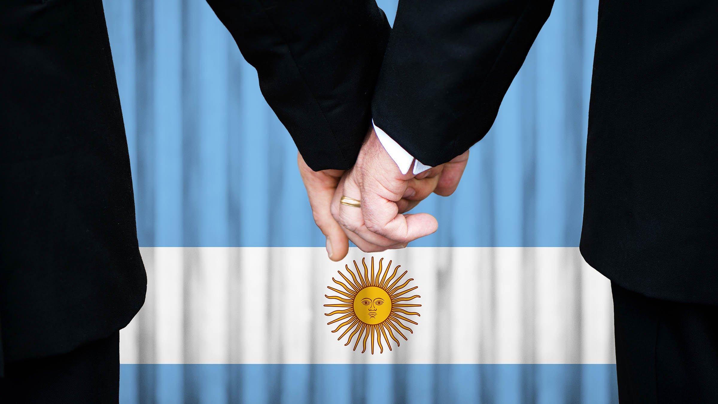 Argentina aprueba el matrimonio gay - BBC