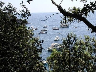 Barcos en la costa de Menorca