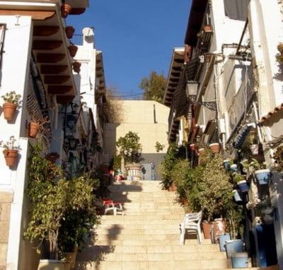 Alicante, Rutas por la ciudad  Barrio-de-santa-cruz-alicante-400x381