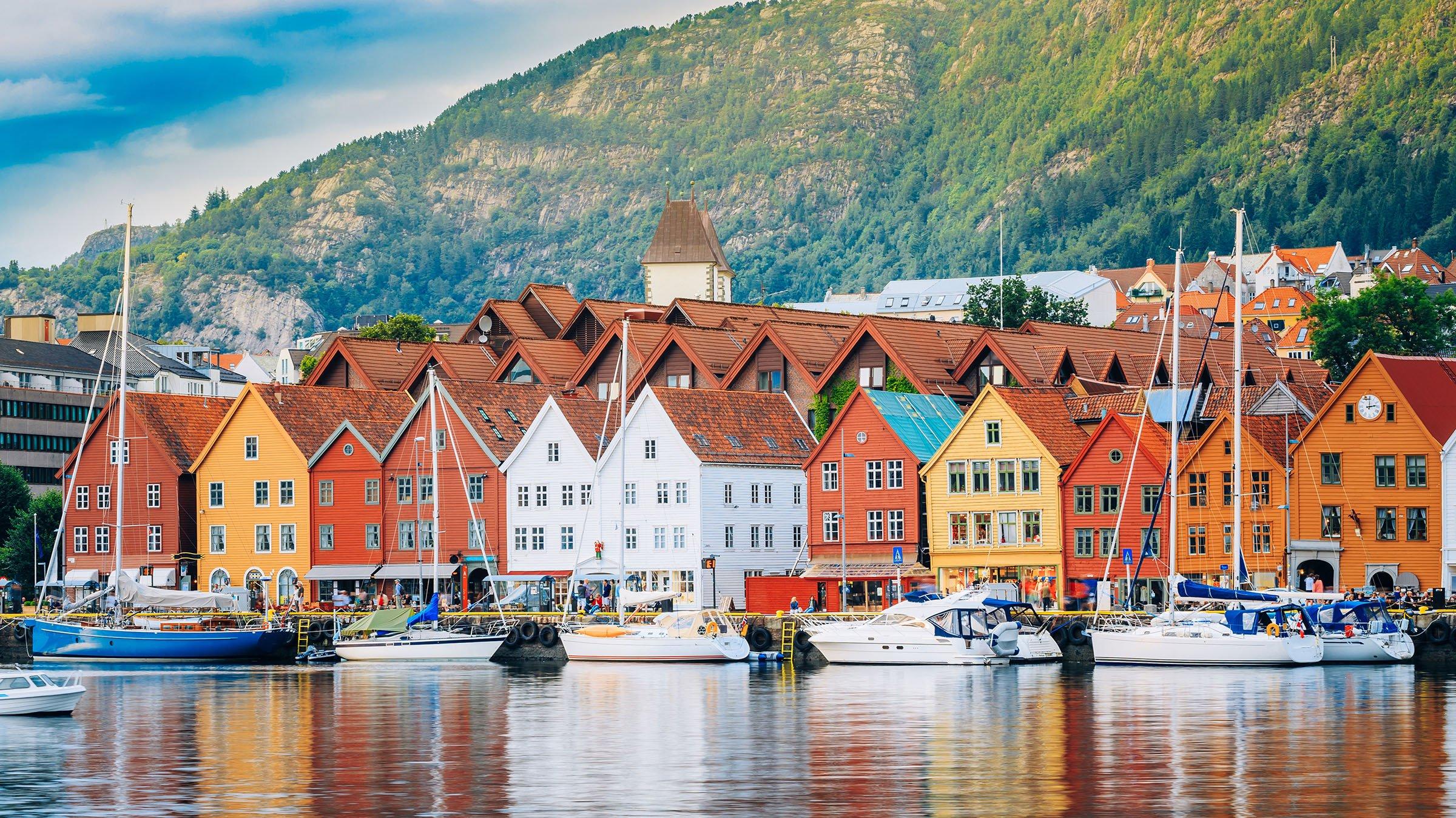 Bryggen un bonito barrio de bergen noruega for Casas en noruega