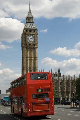 Bus en Londres pasando por el Big Ben