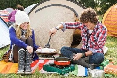 camping en Valencia cocinando