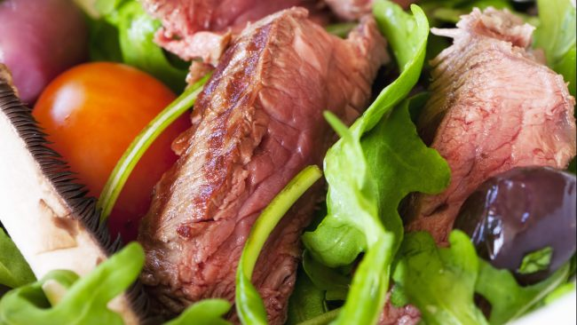 Carne de canguro acompañada de vegetales