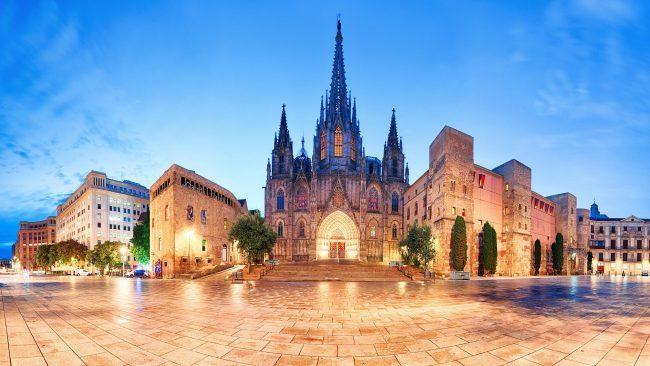 夜のバルセロナ大聖堂