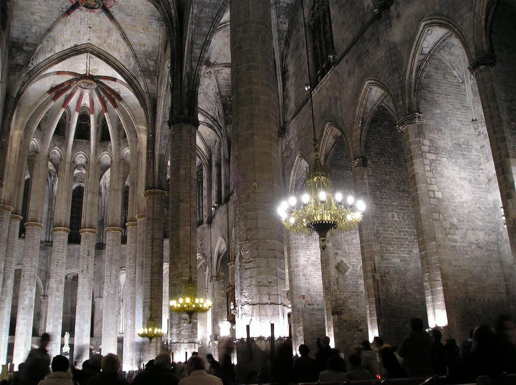 La catedral del mar de barcelona for Interior de la catedral de barcelona