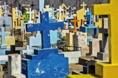 Cementerio rural en Puno, Perú
