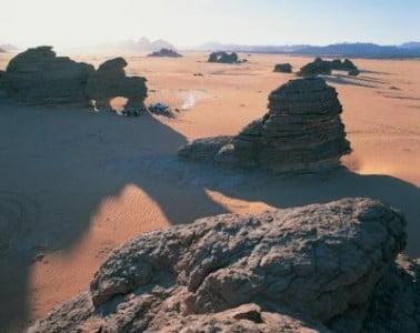 Chad, capital rocas en el Sahara