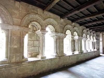 Claustro románico de la Colegiata Santa María de Sar