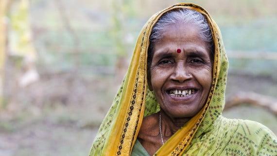 O bindi ou punto vermello que levan as mulleres indias na testa