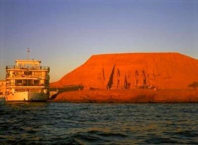 crucero por Egipto cruzando el río Nilo