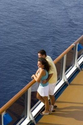 crucero por el pacifico admirando paisaje