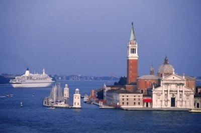 crucero por Vencecia mostrando la Catedral