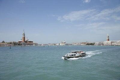 crucero por Venecia en un gran canal
