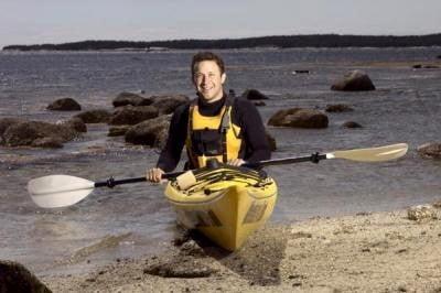 cursos de kayak entrando al mar