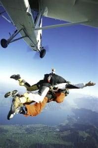cursos de paracaidismos con un instructor
