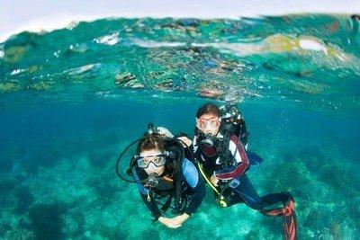 Cursos de submarinismo buceando