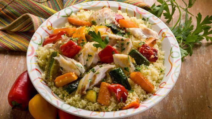 Cuscús acompañado de pollo y verduras