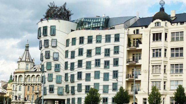 布拉格的舞蹈大廈,對比建築
