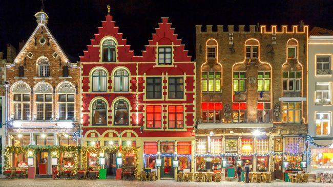 Decoración navideña en las calles de Brujas, Bélgica